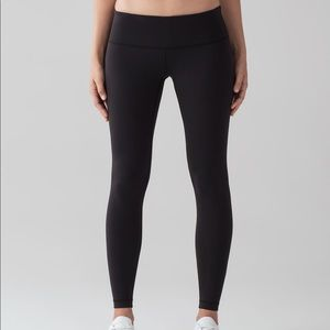 Wunder Under size 4 black legging